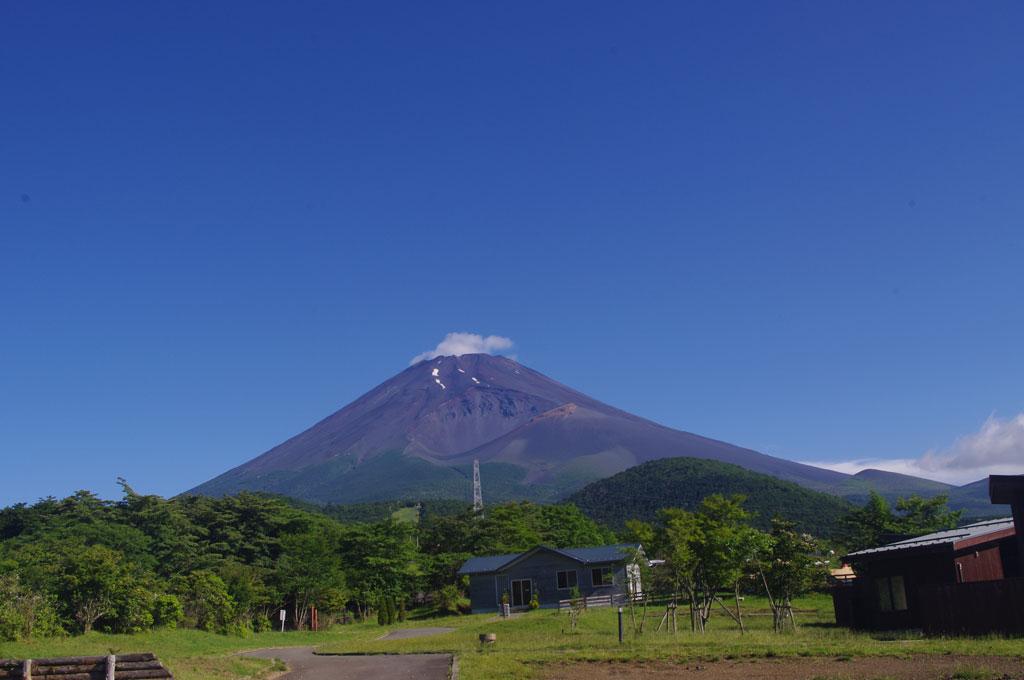 キャンピカから望む霊峰富士山