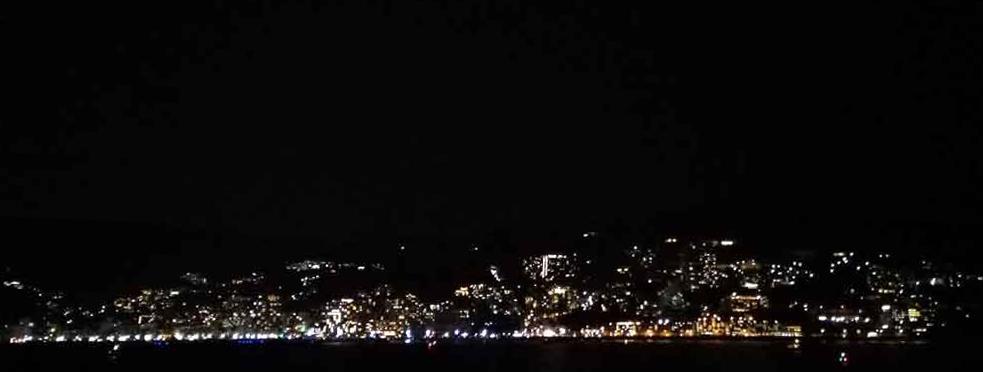 フェリーから見る熱海の夜景